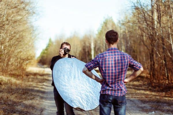A short beginner's guide on how to use reflectors in photography