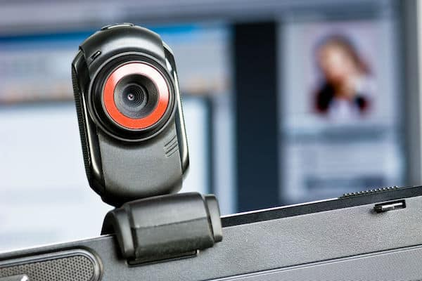 Tips on Choosing the Right (Best) Webcam for Live Streaming for Twitch Gamers and YouTube Vloggers